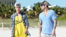 Bieber k aféře s penisem: 'Proč by táta neměl být pyšný na velikost mého…?'