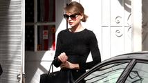 Losangeleská policie zadržela muže, který vykřikoval pod okny Taylor Swift