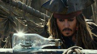 Filmové premiéry: Nový příběh Jacka Sparrowa a život nadějné baletky