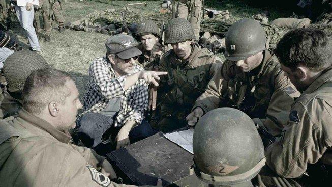 Steven Spielberg při natáčení Zachraňte vojína Ryana