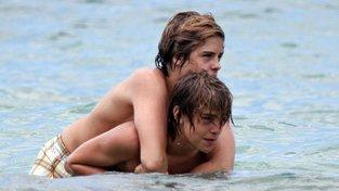 Cole Sprouse a Dylan Sprouse na Havajských ostrovech