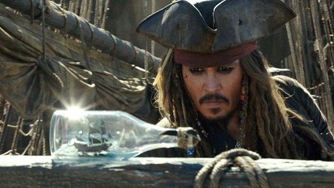 Johnny Depp jako Jack Sparrow ve filmu Piráti z Karibiku: Salazarova pomsta.