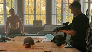 Filmové premiéry: Touha po adrenalinu a útěk z nacistického tábora