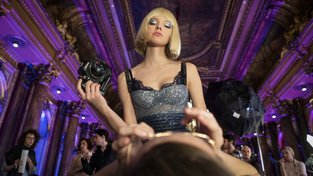 Filmové premiéry: Krvavá svatební noc a top modelka v tajných službách