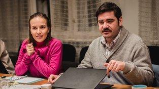Filmové premiéry: schůze v jednom činžovním domě a zrádce v řadách mafie