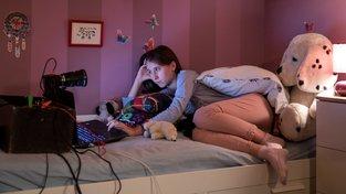 Filmové premiéry: Zneužívání dětí na internetu a rukojmí Islámského státu