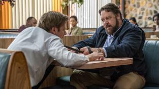Filmové premiéry: Pomsta nevěrným manželům a Crowe jako agresivní psychopat