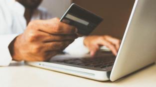 Běžný účet: Víte, jaké výhody vsobě skrývá jeho užívání a platební karta?