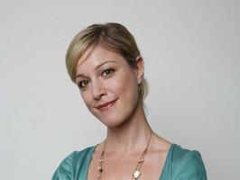 Julia Stinshoff