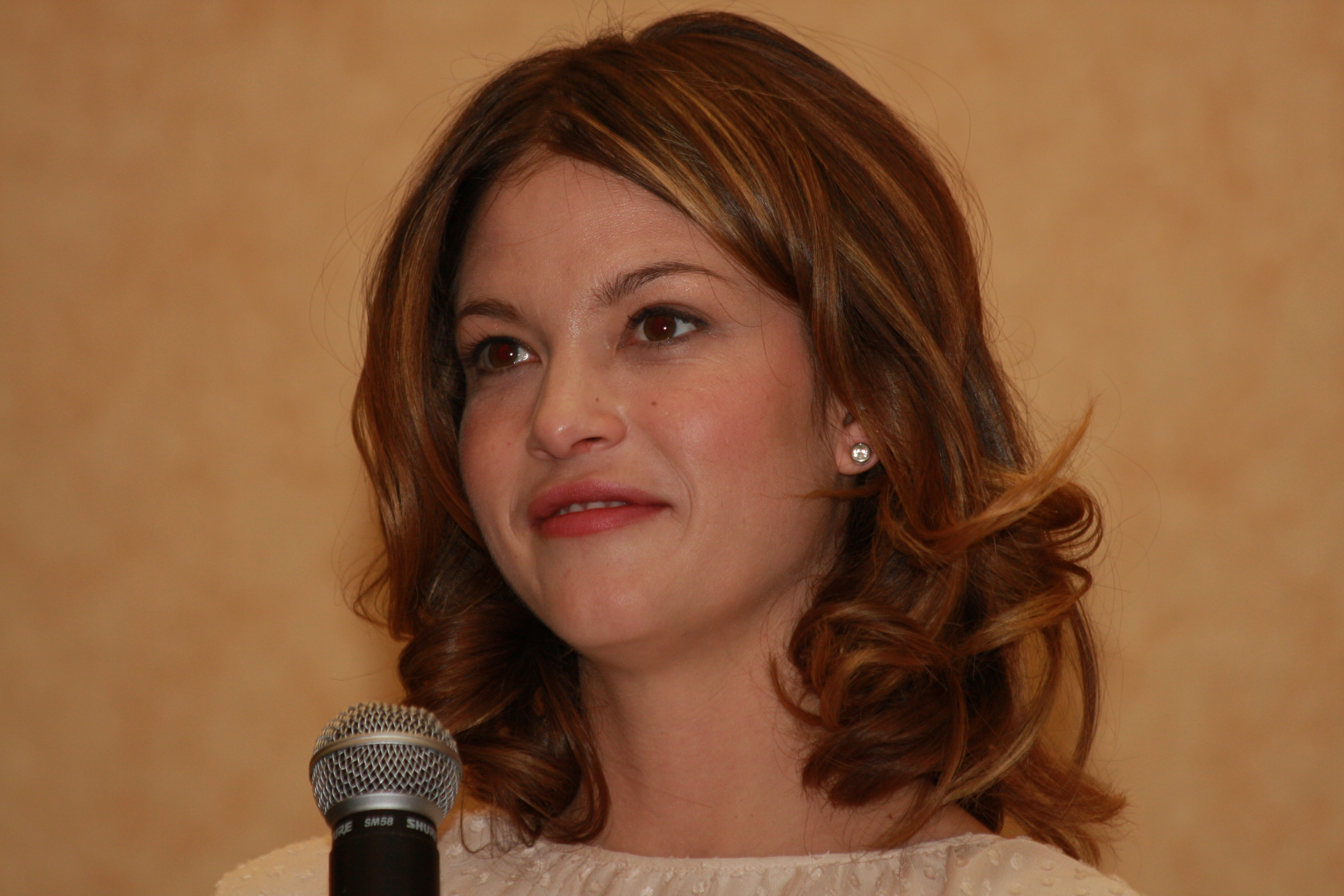 Nicki Aycox