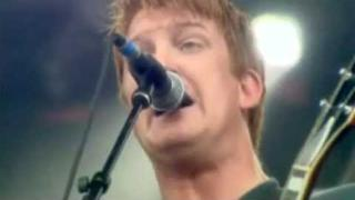 [04] Queens of the Stone Age - Everybody Knows That You're Insane (Live @ Werchter Festival, 2005)