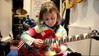 7 year old Mini Band guitarist Zoe plays Sweet Child O Mine by Gun' 'N Roses