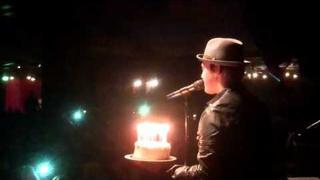 Aarhus, DK fans sing Happy Birthday to Gavin