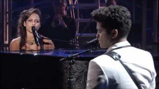 Alicia Keys Feat. Bruno Mars - A woman's worth - BET AWARDS 2011