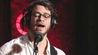 Amos Lee performing 'El Camino' on QTV