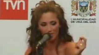 Anahí canta a capella ''Me Hipnotizas'' en conferencia (VIÑA 2010)