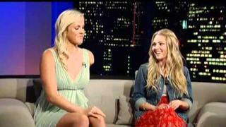 AnnaSophia Robb and Bethany Hamilton in Tavis Smiley Show (02.04.2011) Teil 1