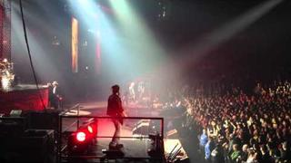 "Axl Rose kicks out a ""Fan"" + Civil War Featuring Duff Mckagan HD - Vancouver 2011"