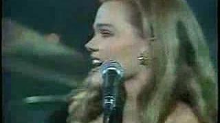 Belinda Carlisle - Heaven Is A Place On Earth (Live '87)