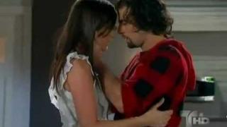 Beso de reconciliación Manuela y Angel