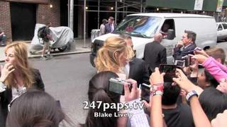 Blake Lively showing love to her fans in New York City