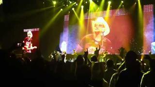 Brad Paisley - 'Alcohol' w/ Ronnie Wood & Darius Rucker, London O2, 17/08/2011