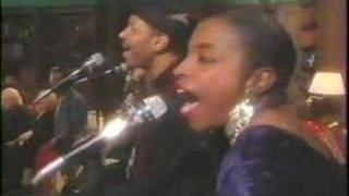 """Carnie and Wendy Wilson """"Christmas in Harmony"""" Part 1"""