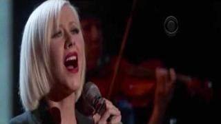 Christina Aguilera - Lift Me Up (Hope for Haiti Now) HQ sound