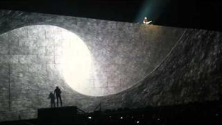 Comfortably Numb - Roger Waters and David Gilmour reunited on stage at London O2 Arena 12 May 2011