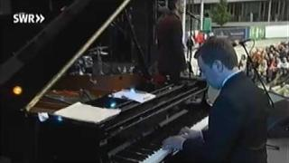 Curtis Stigers: Real Emotional Girl (Randy Newman)
