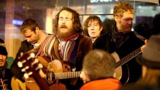 Damien Rice & Glen Hansard - Blower's Daughter + Creep (Busking on Grafton St Christmas Eve)