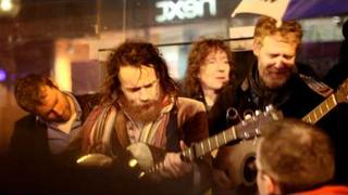 Damien Rice & Glen Hansard - Cannonball (Busking on Grafton St Christmas Eve)