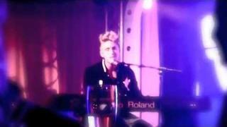Danny Saucedo performing Amazing