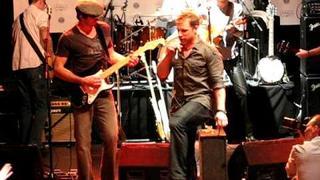 """""""Derek Roy sings Pearl Jam"""""""