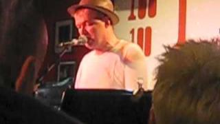 "Edwyn Collins & Alex Kapranos ""Do It Again"" live at 100 Club London"