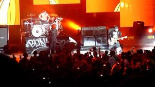 Gerard Way singing First Date w/ blink-182 HCT Michigan 9/11/2011