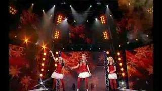 Girls ve vianočnim MiniTalentShow - Láska přijď k nám