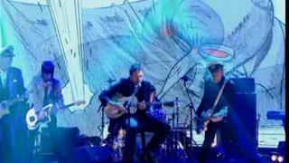 GORILLAZ PLASTIC BEACH- MICK JONES - PAUL SIMONON on Jonathan Ross show