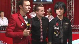 Green Day Backstage In Japan - Tre Cool Steals Coca Cola!