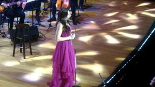 Idina Menzel - Gorgeous - Toronto November 18 2011