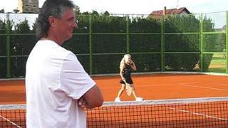 Jaroslav Navrátil - trenér tenistů ČR v Davis Cupu při tréninku Terezky