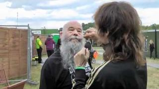 Justin Hawkins shows Tom Russell how a real man styles his 'tache...
