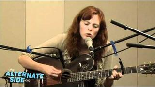 """Karen Elson - """"The Ghost Who Walks"""" (Live at WFUV/The Alternate Side)"""