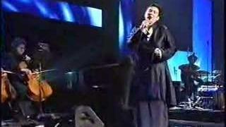 KD Lang sings Leonard Cohen's Hallelujah