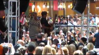 Kelly Clarkson - My Life Would Suck Without You- Houston Galleria - Microsoft Store Opening