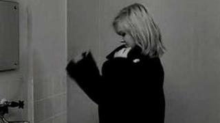 Lásky jedné plavovlásky (A Blonde In Love) / Milos Forman