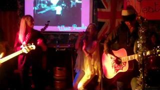Lizzy & Victoria Pattinson singing Christmas song WEST ROCKS 23 Dec '10