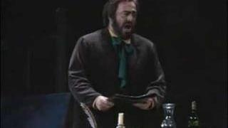 "Luciano Pavarotti sings ""Che gelida manina"""
