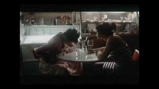 Medvídek (oficiální trailer)