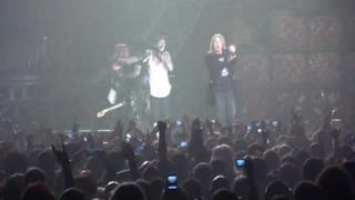 Nikki Sixx birthday MEN Arena - Joe Elliott makes crowd sing